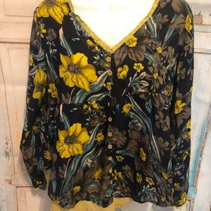 🌻🌻 Sunflower blouse size small 🌻🌻